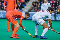 ROTTERDAM - Roel Bovendeert (NED) en Ignacio Rodriguez (Spain)   tijdens   de Pro League hockeywedstrijd heren, Nederland-Spanje (4-0) . COPYRIGHT KOEN SUYK