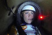 Christien Veelenturf is onderweg in de VeloX4.Het Human Power Team Delft en Amsterdam (HPT), dat bestaat uit studenten van de TU Delft en de VU Amsterdam, is in Amerika om te proberen het record snelfietsen te verbreken. Momenteel zijn zij recordhouder, in 2013 reed Sebastiaan Bowier 133,78 km/h in de VeloX3. In Battle Mountain (Nevada) wordt ieder jaar de World Human Powered Speed Challenge gehouden. Tijdens deze wedstrijd wordt geprobeerd zo hard mogelijk te fietsen op pure menskracht. Ze halen snelheden tot 133 km/h. De deelnemers bestaan zowel uit teams van universiteiten als uit hobbyisten. Met de gestroomlijnde fietsen willen ze laten zien wat mogelijk is met menskracht. De speciale ligfietsen kunnen gezien worden als de Formule 1 van het fietsen. De kennis die wordt opgedaan wordt ook gebruikt om duurzaam vervoer verder te ontwikkelen.<br /> <br /> Christien Veelenturf is on her way in the VeloX4. The Human Power Team Delft and Amsterdam, a team by students of the TU Delft and the VU Amsterdam, is in America to set a new  world record speed cycling. I 2013 the team broke the record, Sebastiaan Bowier rode 133,78 km/h (83,13 mph) with the VeloX3. In Battle Mountain (Nevada) each year the World Human Powered Speed ??Challenge is held. During this race they try to ride on pure manpower as hard as possible. Speeds up to 133 km/h are reached. The participants consist of both teams from universities and from hobbyists. With the sleek bikes they want to show what is possible with human power. The special recumbent bicycles can be seen as the Formula 1 of the bicycle. The knowledge gained is also used to develop sustainable transport.