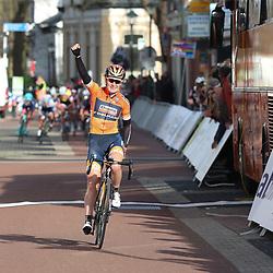 05-04-2017: Wielrennen: Healthy Ageing Tour: Grijpskerk<br /> GRIJPSKERK (NED) wielrennen<br /> Amy Pieters is winnares van de 1e (B) etappe van de Healthy Ageing Tour geworden. De Noord-Hollandse uit de formatie Boels-Dolmans reed in de finale van deze rit weg k weg uit een kopgroep en soleerde naar de zege in Grijpskerk.<br /> De tweede plaats was voor de Italiaanse Barbara Guarischi, de Finse Lotta Lepisto eindigde op de derde stek. Ellen van Dijk blijft leidster in het algemeen klassement.