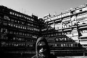 Un ragazzo racconta la vita nella periferia tra le case popolari nel quartiere di Tor Sapienza. Roma 21 novembre 2014.  Christian Mantuano / OneShot
