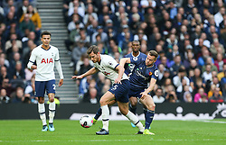 Jan Vertonghen of Tottenham Hotspur and Tom Cleverley of Watford tussle for the ball - Mandatory by-line: Arron Gent/JMP - 19/10/2019 - FOOTBALL - Tottenham Hotspur Stadium - London, England - Tottenham Hotspur v Watford - Premier League