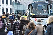Nederland, Nijmegen, 2-3-2017Omdat de NS, nederlandse spoorwegen, werken, werkzaamheden verrichten aan het spoor op het traject tussen Nijmegen en Arnhem worden de mensen, passagiers, met extra bussen vervoerd. Het stuk spoor is een van de drukste van het land.Foto: Flip Franssen
