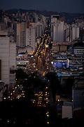 Juiz de Fora_MG, Brasil...Vista panoramica de Juiz de Fora ao anoitecer...The panoramic view of Juiz de Fora at nightfall...Foto: LEO DRUMOND / NITRO.
