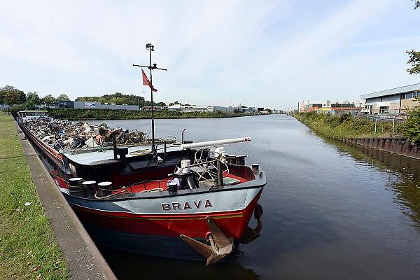 Nederland, Enschede, 4-10-2013Economie in Twente. De binnenhaven van Enschede.  Foto: Flip Franssen/Hollandse Hoogte