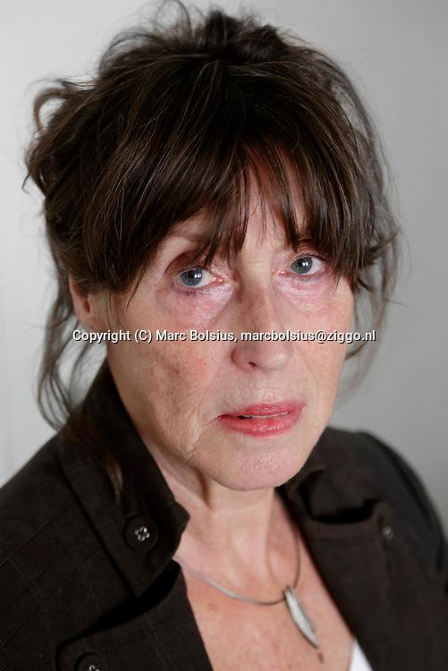 Nederland,  Den Bosch, Leonie van Eethen heeft een boek geschreven over haar dochter die zelf een einde maakte aan haar leven.