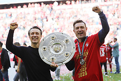 18.05.2019, Allianz Arena, Muenchen, GER, 1. FBL, FC Bayern Muenchen vs Eintracht Frankfurt, 34. Runde, im Bild FC Bayern ist Deutscher Meister 2018 2019 und feiert mit der Meisterschale die Meisterschaft Die Kovac Brüder mit der Schale // during the German Bundesliga 34th round match between FC Bayern Muenchen and Eintracht Frankfurt at the Allianz Arena in Muenchen, Germany on 2019/05/18. EXPA Pictures © 2019, PhotoCredit: EXPA/ SM<br /> <br /> *****ATTENTION - OUT of GER*****