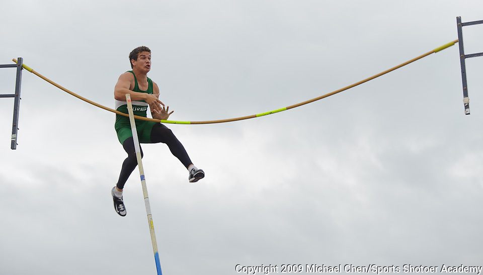 A Cuesta College pole vaulter misses his vault during the Coast Classic at Orange Coast College in Costa Mesa, Calif., on Friday, April 10, 2009. Photo by Michael Chen/Sports Shooter Academy VI
