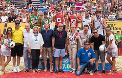 31.07.2016, Strandbad, Klagenfurt, AUT, FIVB World Tour, Beachvolleyball Major Series, Klagenfurt, Herren, im Bild Aleksandrs Samoilovs (1, LAT), Janis Smedins (2, LAT) mitte hinten, Gustavo Carvalhaes (1, BRA), Saymon Barbosa Santos (2, BRA) links hinten, Chaim Schalk (1, CAN), Ben Saxton (2, CAN) rechts hinten, Officials vorne // during the FIVB World Tour Major Series Tournament at the Strandbad in Klagenfurt, Austria on 2016/07/31. EXPA Pictures © 2016, PhotoCredit: EXPA/ Lisa Steinthaler