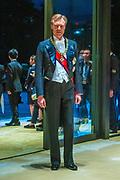 De Japanse keizer Naruhito heeft officieel de troon aanvaard en de belofte afgelegd dat hij zijn plicht als symbool van de staat zal vervullen. De 59-jarige Naruhito deed dat in een eeuwenoude ceremonie in de belangrijkste zaal van het keizerlijke paleis in Tokio in aanwezigheid van staatshoofden en gasten uit meer dan 180 landen.<br /> <br /> The Japanese emperor Naruhito has officially accepted the throne and made the promise that he will fulfill his duty as a symbol of the state. The 59-year-old Naruhito did that in an ancient ceremony in the main hall of the Imperial Palace in Tokyo in the presence of heads of state and guests from more than 180 countries.<br /> <br /> Op de foto / On the photo:   Grand Duke Henri of Luxembourg