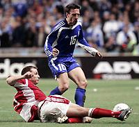 Fotball<br /> VM-kvalifisering<br /> 08.10.2005<br /> Danmark v Hellas<br /> Foto: imago/Digitalsport<br /> NORWAY ONLY<br /> <br /> Pantelis Kafes (Griechenland, re.) gegen Michael Gravgaard (Dänemark)