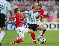 Fotball, 21. juni 2005, Confederations Cup 2005 Argentina - Tyskland,<br />  v.l. Andreas Hinkel, Luciano Figueroa, Per Mertesacker Deutschland<br /> Norway only