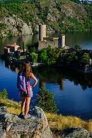 France, Loire (42), Saint-Just-Saint-Rambert, les vestiges du château de Grangent (XIIème siècle) isolé sur le lac de retenue de Grangent, vallée de la Loire // France, Loire (42), Saint-Just-Saint-Rambert, the remains of the castle of Grangent (12th century) isolated on the reservoir of Grangent, Loire valley