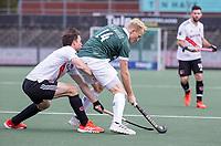 AMSTELVEEN - Tjep Hoedemakers (Rotterdam) met Fergus Kavanagh (Amsterdam)  tijdens de competitie hoofdklasse hockeywedstrijd heren, Amsterdam -Rotterdam (2-0) .  COPYRIGHT KOEN SUYK