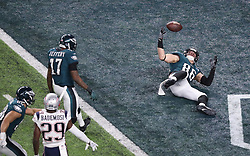 Philadelphia Eagles tight end Zach Ertz (86) rolls into the end zone for the touchdown in the fourth quarter of Super Bowl LII against the New England Patriots on Sunday, February 4, 2018, in Minneapolis, Minn. The touchdown put the Eagles in the lead 38-33 after the two-point conversion attempt failed. Photo by Elizabeth Flores/Minneapolis Star Tribune/TNS/ABACAPRESS.COM