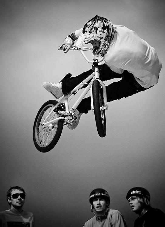 Quicksilver Wakejam - U ramp BMX freestyle