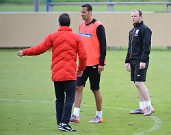 19.05.2010, Arena, Irdning, AUT, FIFA Worldcup Vorbereitung, Training England, im Bild Rio Ferdinand (Manchester United), Fabio Capello, Teamchef England, Wayne Rooney (Manchester United), EXPA Pictures © 2010, PhotoCredit: EXPA/ S. Zangrando / SPORTIDA PHOTO AGENCY