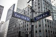 NEW YORK  2020V10<br /> Väskytlar vid 43:e gatan och 3:e avenyn.<br /> <br /> Foto: Per Danielsson/Projekt.P