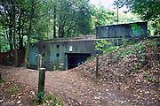 Nederland, Olst, 20-9-2007Een commandobunker als onderdeel van de IJssellinie in de jaren 60. Doel van het verdedigingswerk was bij een russische aanval het gebied tussen kampen en Nijmegen onder water te zetten,innunderen, om tijdwinst te boeken. Hiervoor waren op verschillende plaatsen inlaten gemaakt. Deze waren in de dijk gebouwd en konden geopend worden om het land binnendijks onder water te zetten. Kanonnen moesten deze inlaatplaatsen beschermen. Vrijwilligers hebben voor behoud van diverse objecten gezorgd.Foto: Flip Franssen/Hollandse Hoogte