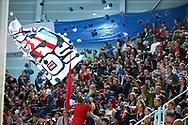 SCRJ Fans werfen Papier ans Netz vor dem Spiel im Playoff-Final Spiel 6 der NLB zwischen den SC Rapperswil-Jona Lakers und dem SC Langenthal, am Sonntag, 02. April 2017, in der St. Galler Kantonalbank Arena Rapperswil-Jona. (Thomas Oswald)