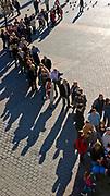 Kolejka na Rynku Głównym w Krakowie, Polska<br /> The queue on the Main Market Square in Cracow, Poland