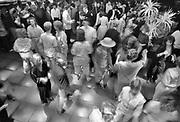 Nederland, Zevenaar, mei 1985 Reportage over een eindexamenklas van het Liemers college voor een special in het het universiteitsblad KUnieuws . De klas wordty gevolgd vanaf het schriftelijk examen, eindexamen, tot het eindexamenfeest en het zoeken naar woonruimte in bijvoorbeeld nijmegen .Foto: Flip Franssen