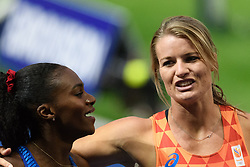 Dafne Schippers feliciteerd de gouden Dina Asher-Smith op de 2oom bij het EK atletiek in Berlijn op 11-8-2018