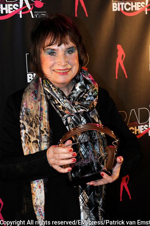 5e Editie Radiobitches Awards in Studio 21, Hilversum.<br /> <br /> Op de foto:  Anne van Egmond wint de RadioBitches Oeuvre Award 2011.
