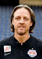 Download von www.picturedesk.com am 16.08.2019 (13:56). <br /> ABD0145_20190717 - SALZBURG - ÖSTERREICH: Co-Trainer Rene Aufhauser beim Mannschafts-Fototermin mit dem tipico Bundesliga Fussball Verein FC Red Bull Salzburg am Mittwoch, 17. Juli 2019, in Salzburg. - FOTO: APA/BARBARA GINDL  _ - 20190717_PD2481