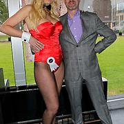 NLD/Zaandam/20100503 - Bekendmaking Playmate of the Year 2009, Eddy Zoey met playmate