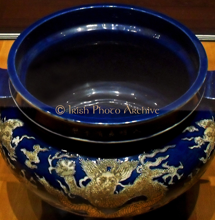 trim pieces altar decorated with dragons. Ming dynasty. Jiajing reign (1522-1566) porcelain ceramic ovens, Jingdezhen China