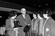 25/04/1964<br /> 04/25/1964<br /> 25 April 1964<br /> Gael Linn Secondary Schools Debating Competition final at the Shelbourne Hotel, Dublin. An Seabhor, chatting with the winning team from Colaiste Ide, Daingean (Dingle), Co. Kerry. Mairead Ni Ghabann; Mairin Ni Chonchubhair; Eilin Nic Gearailt and Maire Nic Suibhne, who won the team award.