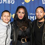 NLD/Amsterdams/20190326 - Filmpremiere Dumbo, Glennis Grace met zoon Anthony en partner Lévy Simon