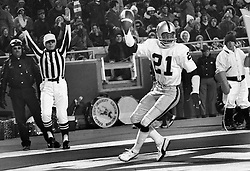 Raiders Cliff Branch TD against the Kansas City Chiefs <br />(1974 photo/Ron Riesterer)