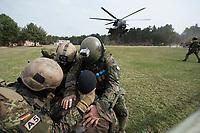"""03 APR 2012, LEHNIN/GERMANY:<br /> Ein Transporthubschrauber CH 53 landet zur Evakuierung der Soldaten, die auch einen """"verletzten"""" Kameraden versorgen (vorne), Kampfschwimmer der Bundeswehr trainieren """"an Land"""" infanteristische Kampf, hier Haeuserkampf- und Geiselbefreiungsszenarien auf einem Truppenuebungsplatz<br /> IMAGE: 20120403-01-062<br /> KEYWORDS: Marine, Bundesmarine, Soldat, Soldaten, Armee, Streitkraefte, Spezialkraefte, Spezialkräfte, Kommandoeinsatz, Übung, Uebung, Training, Spezialisierten Einsatzkraeften Marine, Waffentaucher"""