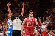 DESCRIZIONE : Milano Lega A 2014-15 EA7 Emporio Armani Milano vs Banco di Sardegna Sassari playoff Semifinale gara 2 <br /> GIOCATORE : Gentile Alessandro<br /> CATEGORIA : Esultanza Mani  Arbitro Referee<br /> SQUADRA : EA7 Milano<br /> EVENTO : PlayOff Semifinale gara 2<br /> GARA : EA7 Emporio Armani Milano vs Banco di Sardegna SassariPlayOff Semifinale Gara 2<br /> DATA : 31/05/2015 <br /> SPORT : Pallacanestro <br /> AUTORE : Agenzia Ciamillo-Castoria/Richard Morgano<br /> Galleria : Lega Basket A 2014-2015 Fotonotizia : Milano Lega A 2014-15 EA7 Emporio Armani Milano vs Banco di Sardegna Sassari playoff Semifinale  gara 2 Predefinita :