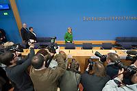27 NOV 2013, BERLIN/GERMANY:<br /> Horst Seehofer (L), CSU Vorsitzender und Ministerpraesident Bayern, Sigmar Gabriel (M), SPD Parteivorsitzender, Angela Merkel (R), CDU Parteivorsitzende und geschaeftsfuehrende Bundeskanzlerin, auf dem Weg zu ihren Plaetzen, vor Beginn der Pressekonferenz zur Einigung ueber einen Koalitionsvertrag, Bundespressekonferenz<br /> IMAGE: 20131127-01-002<br /> KEYWORDS: BPK, Fotografen, Kameraleute