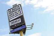 Op maandag 31 augustus presenteert Radio 538 DJ Lindo Duvall samen met sidekick Jelte van der Goot zijn programma vanaf een wel heel bijzondere locatie! Namelijk vanaf een 54 meter hoge snelwegmast langs de A10, ter hoogte van afslag Watergraafsmeer in Amsterdam!<br /> Radio 538 organiseert deze locatie-uitzending langs de A10 ter promotie van een nieuwe verkeersdienst die zij vanaf 31 augustus aan haar luisteraars biedt. Er is een beperkt aantal plaatsen voor pers beschikbaar. Wij vinden het erg leuk als jij er bij bent!  Van 13.30 uur tot 16.00 is er ruimte voor interviews en fotografie met Lindo Duvall en Waylon.<br /> <br /> Op de Foto:  De 54 meter hoge mast