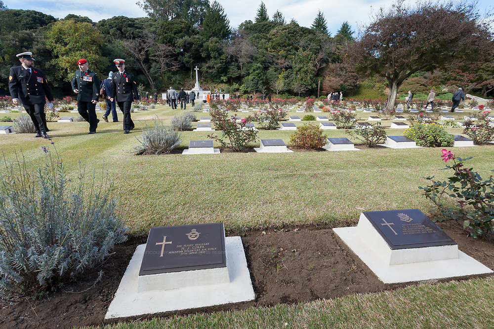 Soldiers and airmen from the Commonwealth take part in the Remembrance Sunday ceremony at the Hodogaya, Commonwealth War Graves Cemetery in Hodogaya, Yokohama, Kanagawa, Japan. Sunday November 12th 2017. The Hodagaya Cemetery holds the remains of more than 1500 servicemen and women, from the Commonwealth but also from Holland and the United States, who died as prisoners of war or during the Allied occupation of Japan. Each year officials from the British and Commonwealth embassies, the British Legion and the British Chamber of Commerce honour the dead at a ceremony in this beautiful cemetery.