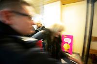Lomza, 19.03.2020. Protest mieszkancow i pracownikow szpitala przeciwko przeksztalceniu Szpitala Wojewodzkiego w Lomzy w jednoprofilowy szpital zakazny. Zdaniem protestujacych szpital nie jest na przygotowany oraz pozbawi to mieszkancow Lomzy i powiatu lomzynskiego opieki medycznej w naglych przypadkach ( jest to jedyny szpital w tym 60 tys. miescie ) N/z delegacja wojowedy podlaskiego ( ale bez wojewody ) weszla na teren szpitala w asyscie policji fot Michal Kosc / AGENCJA WSCHOD