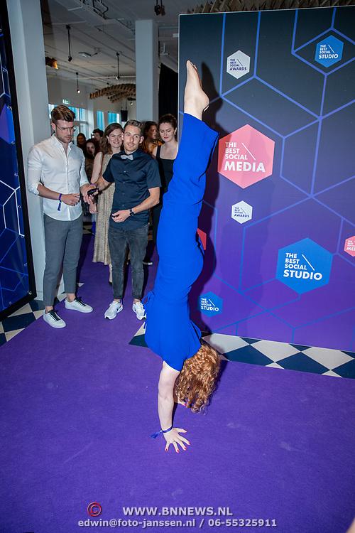 NLD/Amsterdam/20190613 - Inloop uitreiking De Beste Social Awards 2019, dames van Typisch Turnen