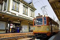 The easiest and most convenient form of transportation in Matsuyama is by streetcar. One line runs from Matsuyama Station to the Okaido arcade, passing by Matsuyama Castle, and Dogo Onsen as its terminus.
