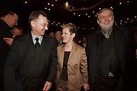18 JAN 2001, BERLIN/GERMANY:<br /> Gerd Sonnleitner (L), Praesident des Deutschen Bauernverbandes, Renate Kuenast (M), B90/Gruene, Bundeslandwirtschafts- und verbraucherschutzministerin, und Dr. Franz Fischler (R), EU Kommisar fuer Landwirtschaft, im Gespraech, Eroeffnungsfeier Internationale Gruene Woche Berlin 2001, ICC Berlin<br /> IMAGE: 20010118-02/02-15<br /> KEYWORDS: Renate Künast, Grüne Woche, Gespräch