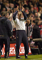 Photo: Olly Greenwood.<br />Charlton Athletic v Manchester City. The Barclays Premiership. 04/11/2006. Manchester City manager Stuart Pearce claps the fans after another lose