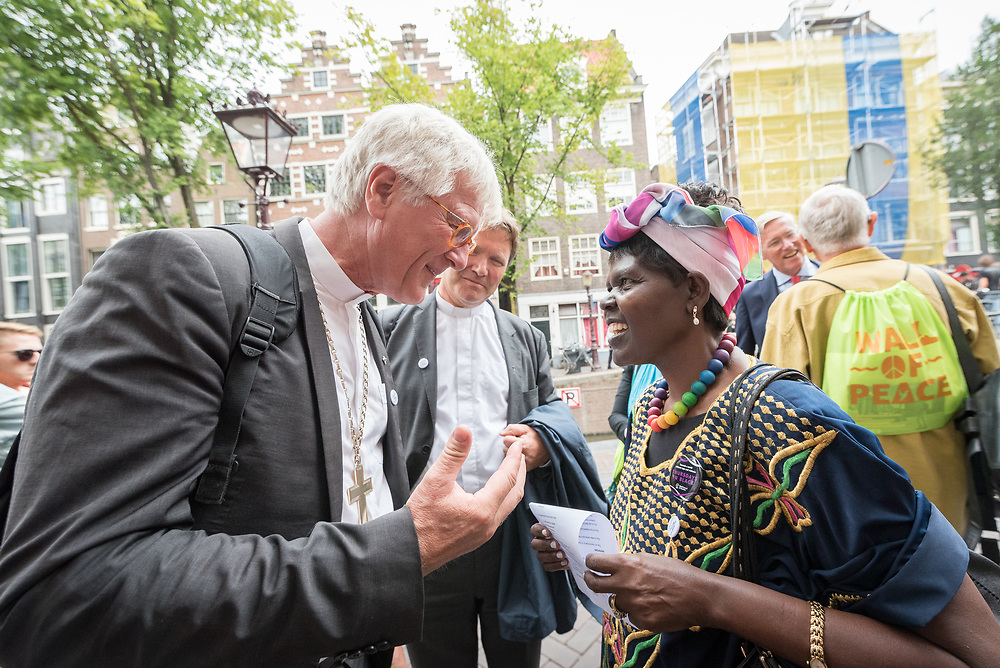 23 August 2018, Amsterdam, Netherlands: Heinrich Bedford-Strohm, president of the Council of the Evangelical Church in Germany (EKD) (left) and Dr Agnes Abuom, moderator of the World Council of Churches (right) in conversation. A ìWalk of Peaceî on 23 August in Amsterdam gathers hundreds of young people and religious leaders who, as they stroll together, celebrating the ecumenical movement and challenging each other to accomplish even more. The walk offers moments of reflection and prayer at several houses and buildings - including a synagogue, the Santí Egidio Community, the Armenian Church, and many others - all of which carried stories of blessings, wounds and transformation.