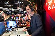 In Beeld en Geluid in Hilversum heeft ministervan  Onderwijs, Cultuur en Wetenschap Jet Bussemaker  het startschot gegeven voor de Top 2000, waarmee NPO Radio 2 traditioneel het jaar uitluidt. Ze startte de eerste plaat, Bohemian Like You van de Dandy Warhols, die op nummer 2000 staat. <br /> <br /> Op de foto:  DJ Bart Arens