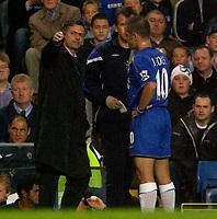 Photo: Daniel Hambury.<br /> Chelsea v West Bromwich Albion. The Barclays Premiership.<br /> 24/08/2005.<br /> Chelsea's Jose Mourinho gives iunstructions to Joe Cole.