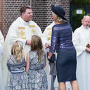 NLD/Apeldoorn/20130105 - Huwelijk prins Jaime en prinses Viktoria Cservenyak, prinses Maxima neemt afscheid