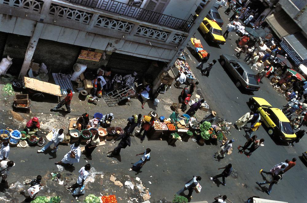 Street market in the city of Dakar.<br /> Mercado en las calles de Dakar.