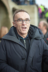 November 11, 2018 - Folkestone, Kent. Film director Danny Boyle addresses the media and remembers the 100th anniversary of Armistice Day in Folkestone. Members of the public are invited to create sand silhouettes of soldiers in memory of loved ones on Sunny Sands in Folkestone today. Hollywood director Danny Boyle has also  curated huge portraits on 32 beaches across the nation to mark the centenary of the World War One Armistice. (Credit Image: © Manu Palomeque/London News Pictures via ZUMA Wire)