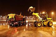 steunpunt Rijkswaterstaat te Oitschot waar de vrachtwagens worden geladen voor het strooien
